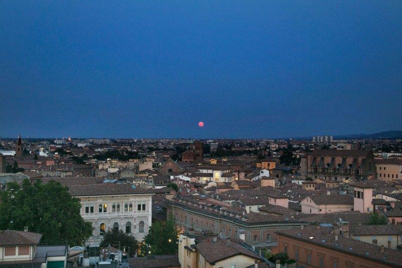 Bologna luna rossa