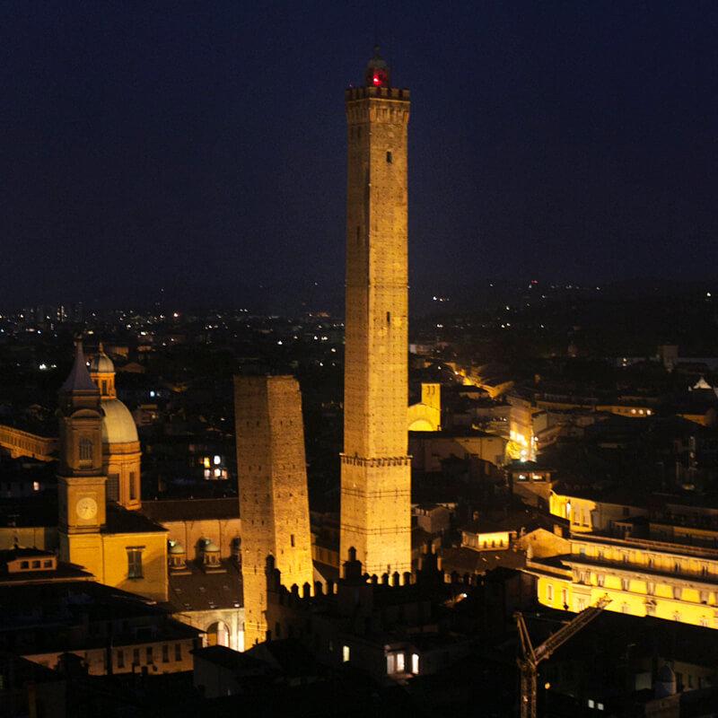 Due torri by night Bologna