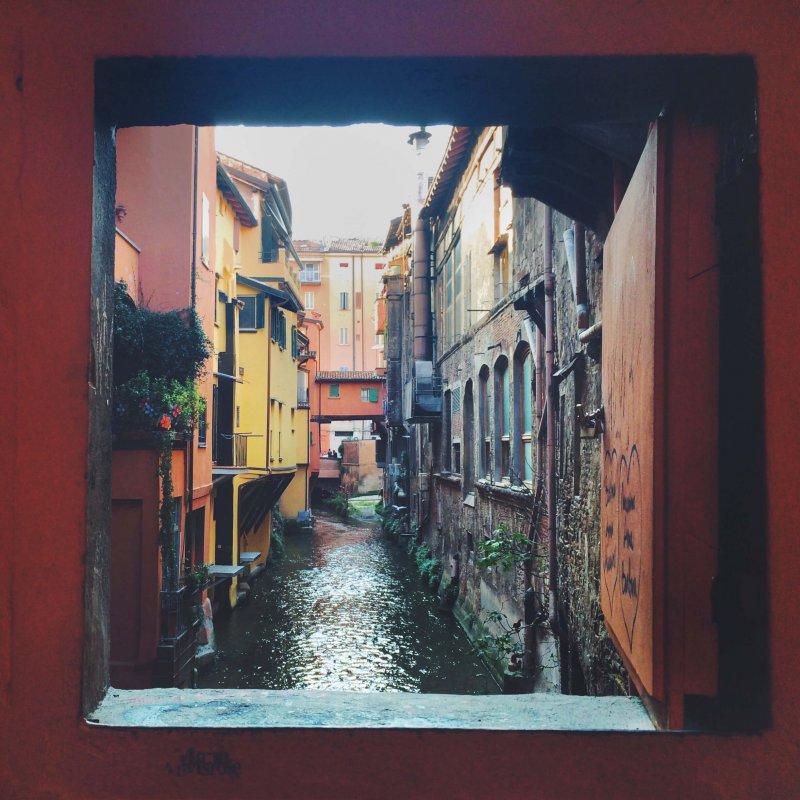 Finestrella via Piella Bologna